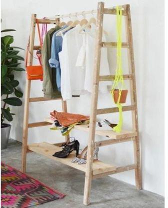 Интерьер комнаты с лестницей