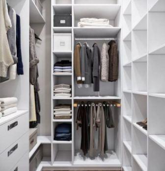 аленькая гардеробная комната