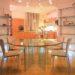 Современная мебель из стекла в интерьере квартиры