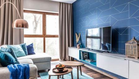 Синяя стена в гостиной