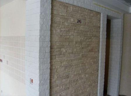 Натуральный камень для стен квартиры