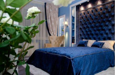 Синий интерьер спальни: фото