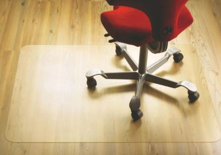 Чем удобны защитные мебельные коврики для пола, как выбрать